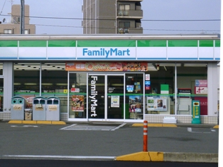 エトワさんの店舗とすし辰さんの駐車場