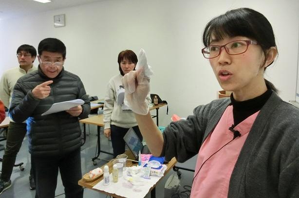 口腔ケアについて説明してくださる西川先生