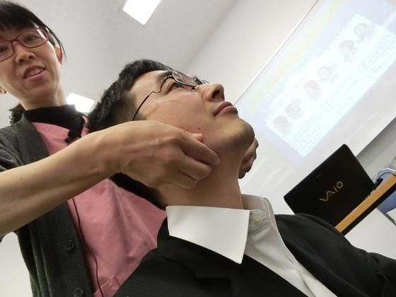 唾液の分泌を促すマッサージ