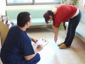 問診・動診を行い施術方法を決定していきます。